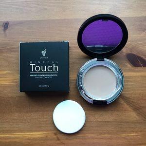 Younique Pressed Powder Foundation - Taffeta